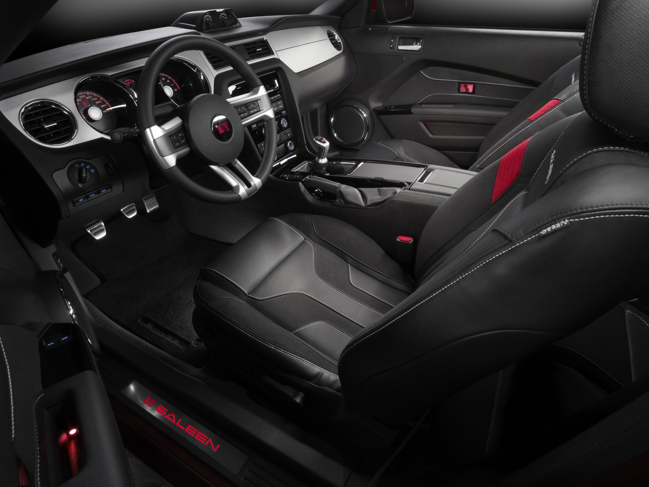 Click image for larger version  Name:2010-Saleen-Ford-Mustang-S281-Interior-1280x960.jpg Views:56 Size:282.6 KB ID:22741