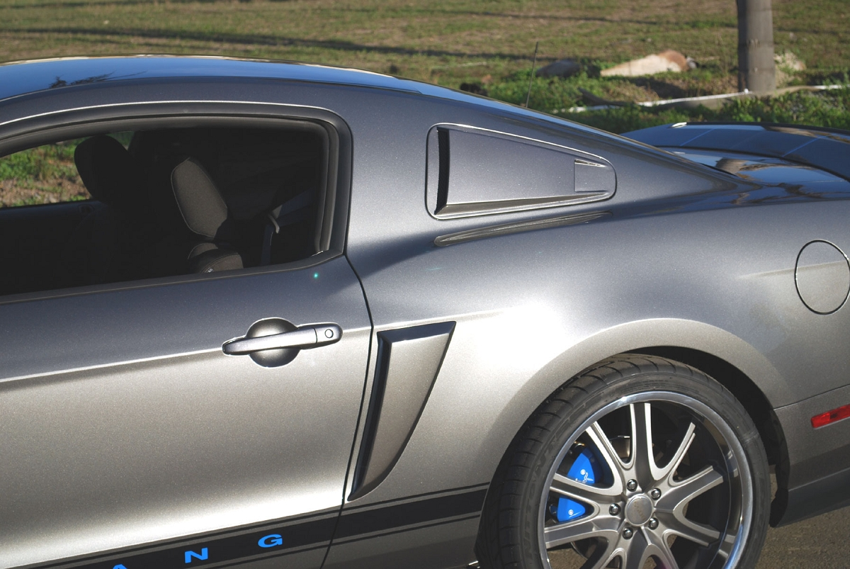 Click image for larger version  Name:2010mustangsidescoops.jpg Views:81 Size:572.0 KB ID:152786