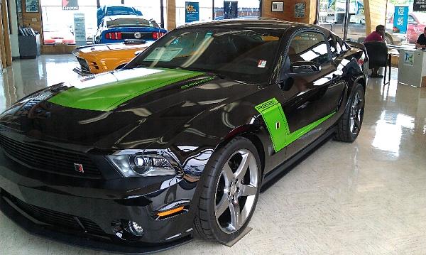 Click image for larger version  Name:91309d1312342943t-black-cars-stripes-forumrunner_20110802_224232.jpg Views:105 Size:126.4 KB ID:78312