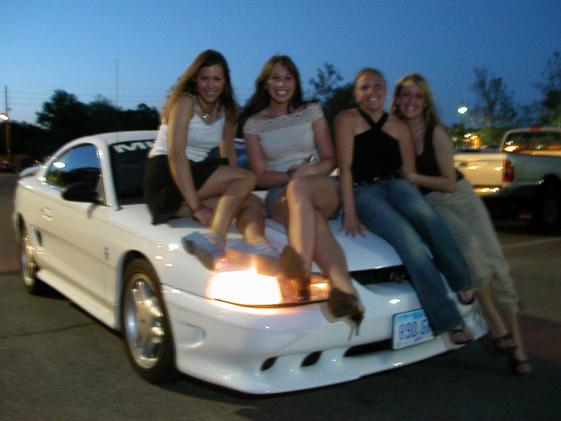 Click image for larger version  Name:grlsoncarsmall.jpg Views:295 Size:231.4 KB ID:896