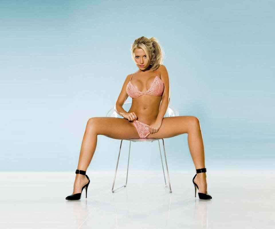 Click image for larger version  Name:Hot Girl_126.jpg Views:130 Size:32.3 KB ID:71889