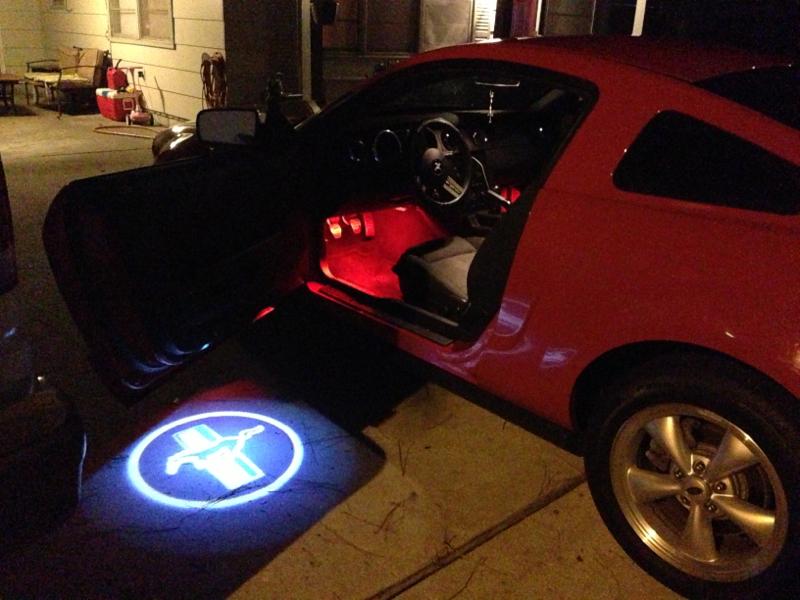 Mustang Door Light Amp 2010 Ford Mustang Gt Illuminated Door