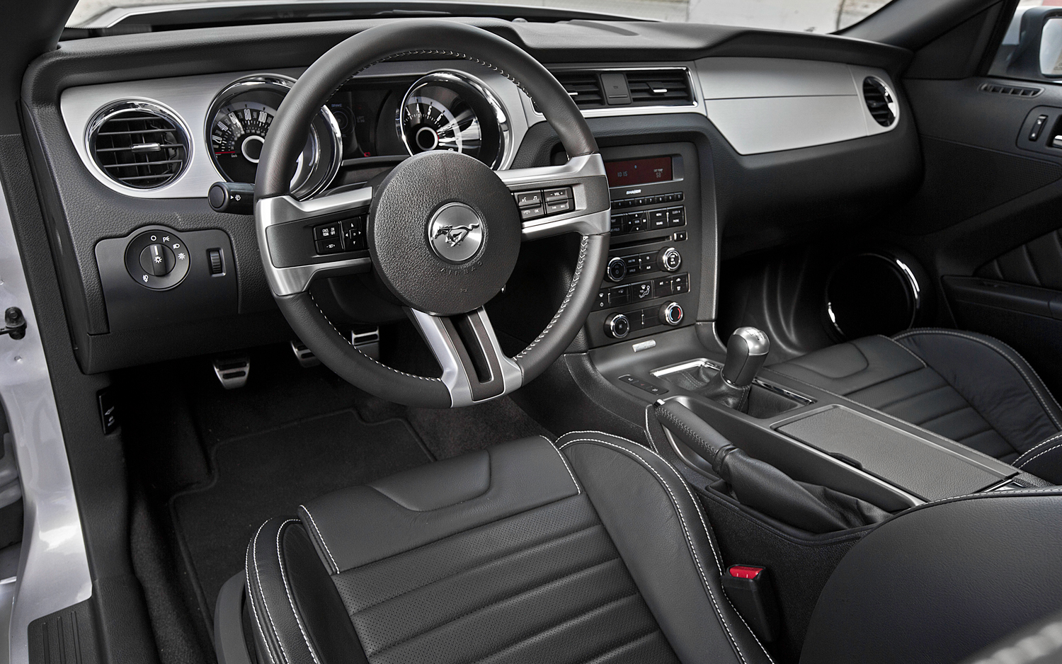 Click image for larger version  Name:Mustang Dash.jpg Views:1471 Size:979.2 KB ID:151495
