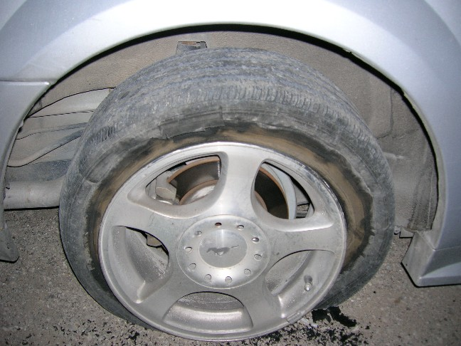 Click image for larger version  Name:my blown tire, night of.JPG Views:183 Size:94.3 KB ID:11232
