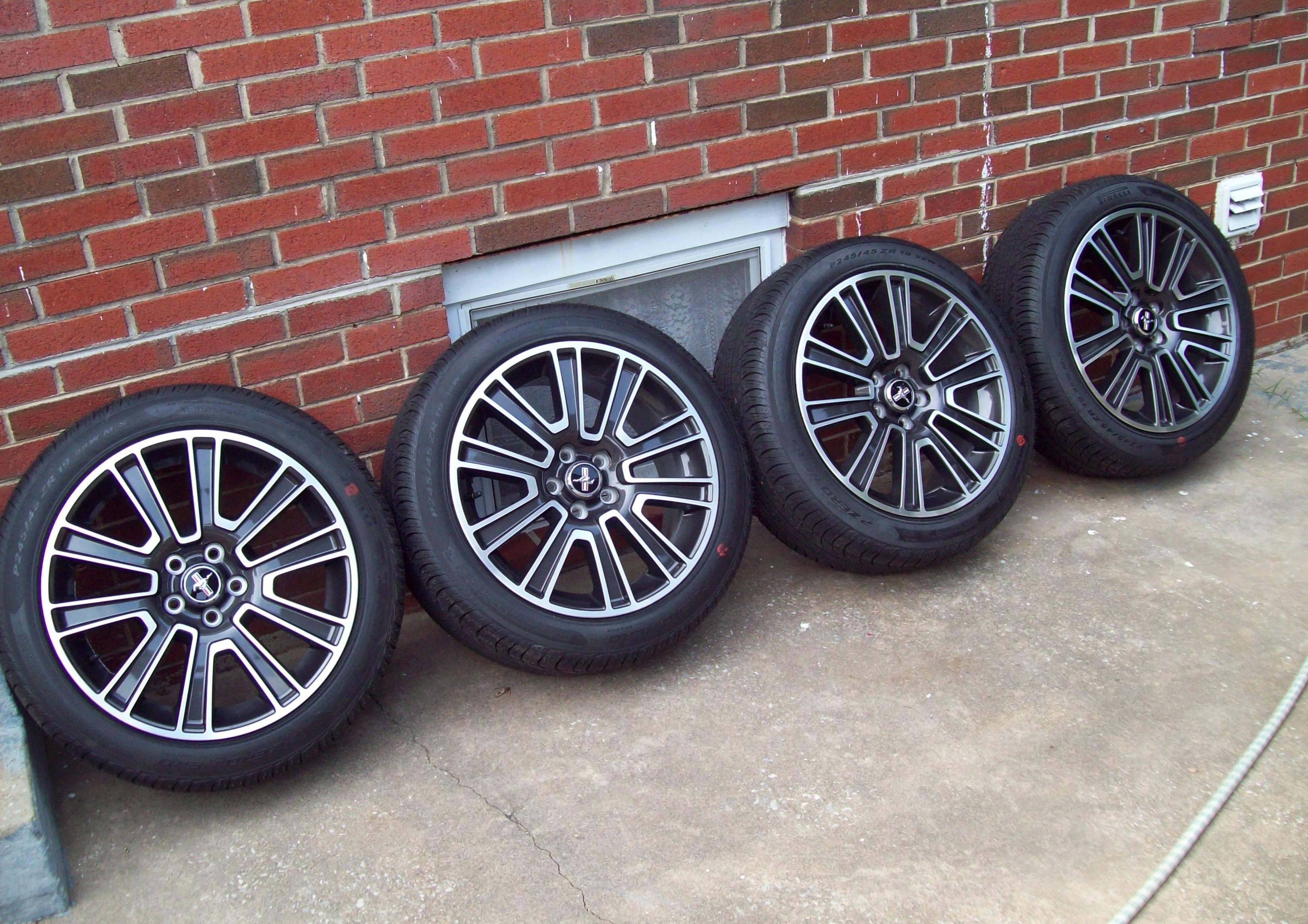 Click image for larger version  Name:New 19in wheels.jpg Views:2253 Size:1,019.0 KB ID:22048