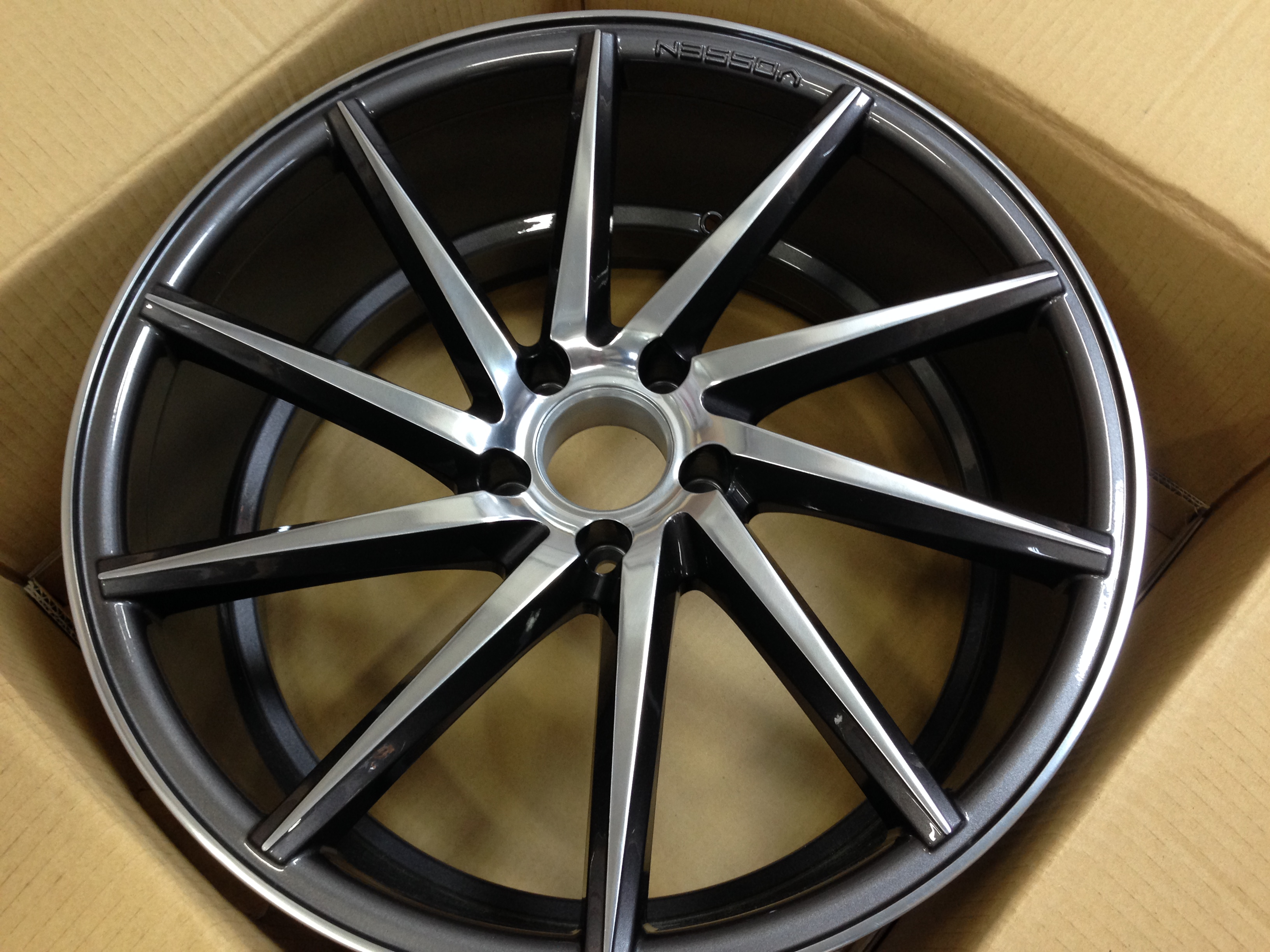 Click image for larger version  Name:vossen-cvt-custom-finish-gloss-graphite-polished-face-02.JPG Views:361 Size:1.86 MB ID:168878