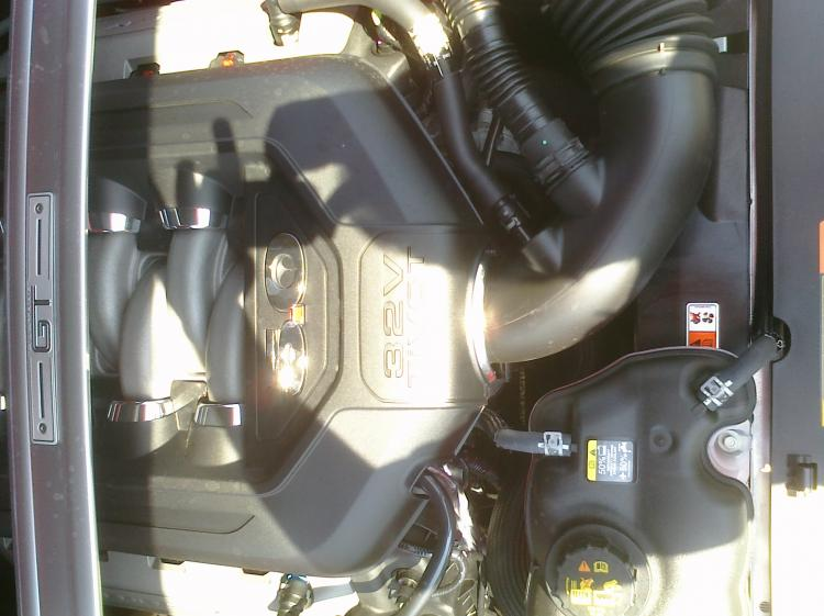 2011 mustang underthehood2