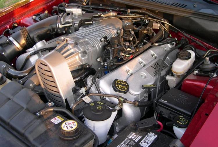 32 Valve 4.6L V8 Supercharged SVT Engine