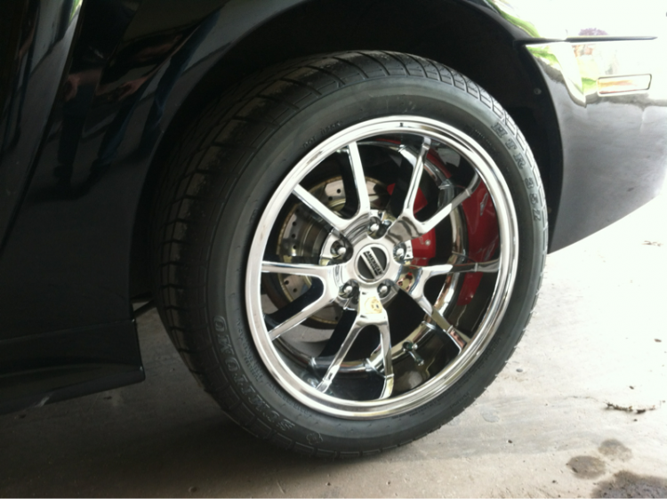 Nice deep chrome rims, slotted rotors, and caliper covers, to keep dust down.